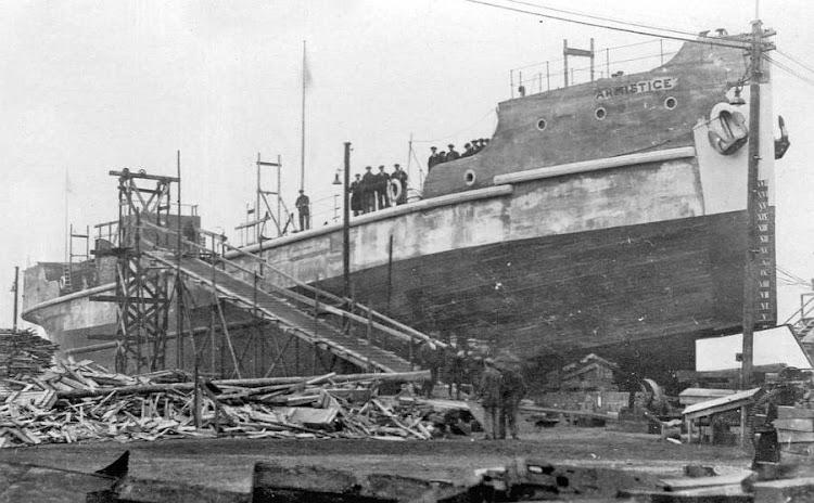 Vapor ARMISTICE. Ferro-Concrete Ship. Const. Co. Foto Aquiles Garea.jpg