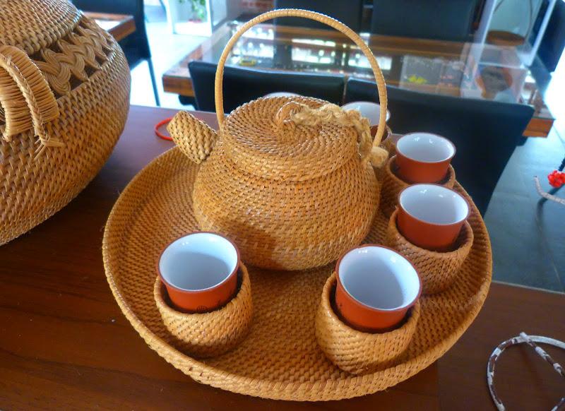 C'est une réelle artiste qui a réalise ce service a thé, exposé au musée de Taipei, et en Australie