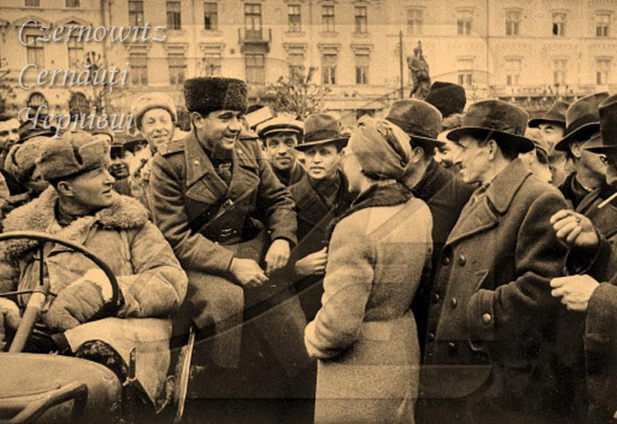 Про Чернівці в старих фото. Пам'ятники перед ратушею. Хронологія.
