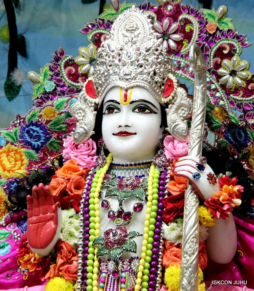 ISKCON Juhu Sringar Deity Darshan on 29th Sep 2016 (43)