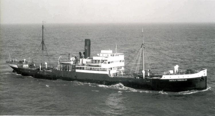 CASTILLO TORDESILLAS. Foto-Flite. Del libro Empresa Naviera Elcano. Seis Decadas de Historia.jpg