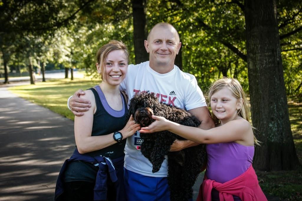 Tomek z córkami Nadią, Kają i ulubioną Lolą.