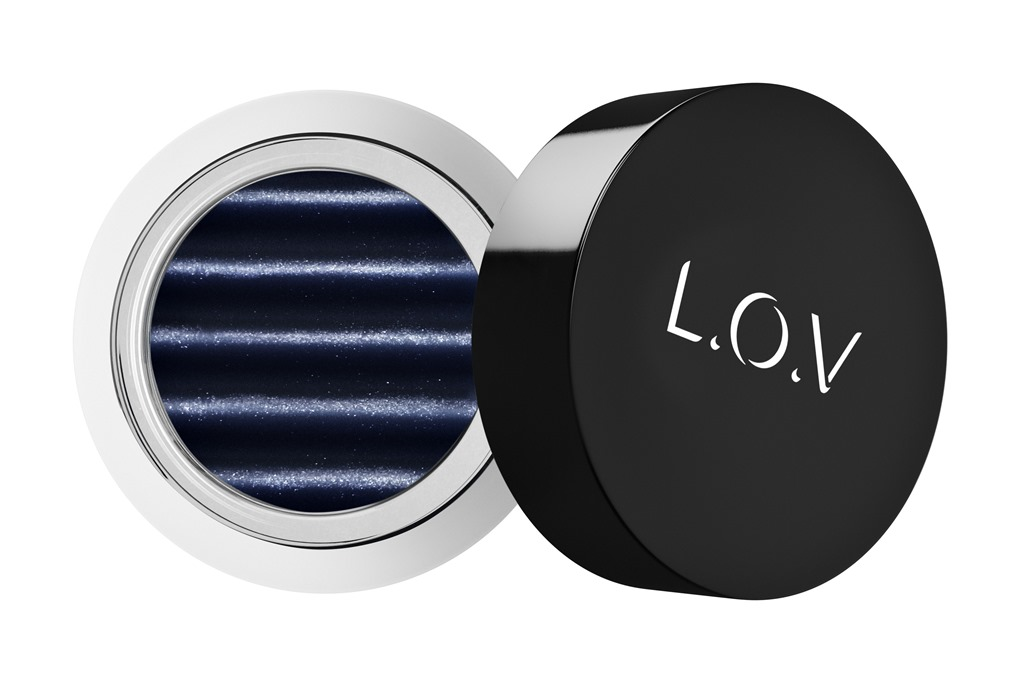 [LOV-EYETRACTION-magnetic-loose-eyeshadow-570-p1-os-300dpi%5B1%5D%5B4%5D]
