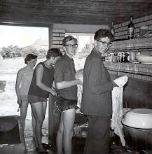 Photo: Harm Lanjouw en Harm Hadderingh, Hilje Schuiling en Seichien Oosting: aan de afwas