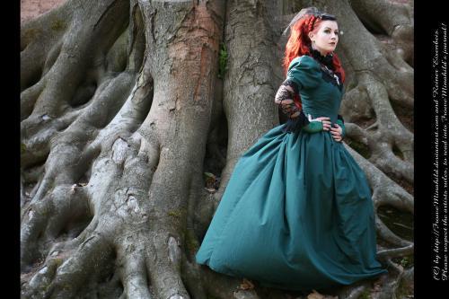 Cementery Tree Goth, Gothic Girls