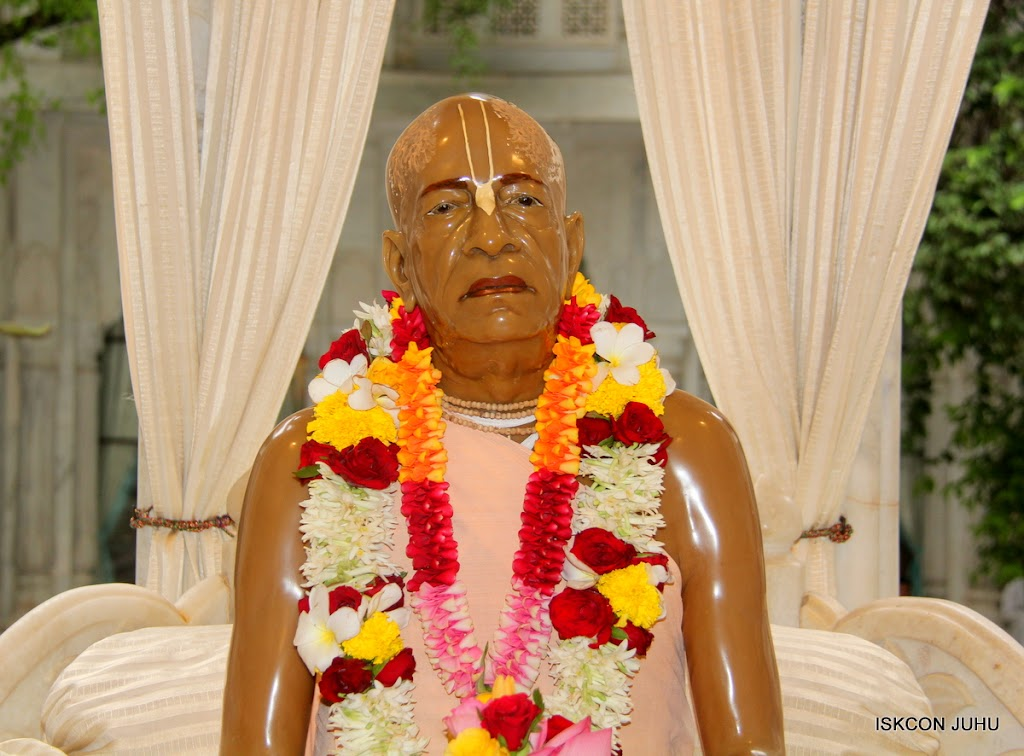 ISKCON Juhu Sringar Deity Darshan on 10th July 2016 (47)