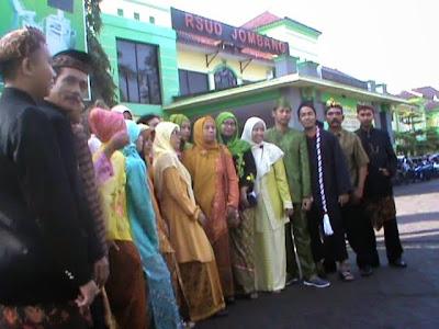 Peringati Hari Kartini, Karyawan RSUD Jombang Berpakaian Adat