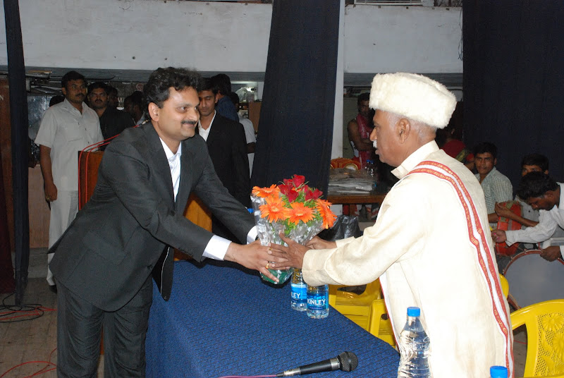 TeNA coordinator Sunil Peechara presenting bouquet to Bandaru Dattatreya