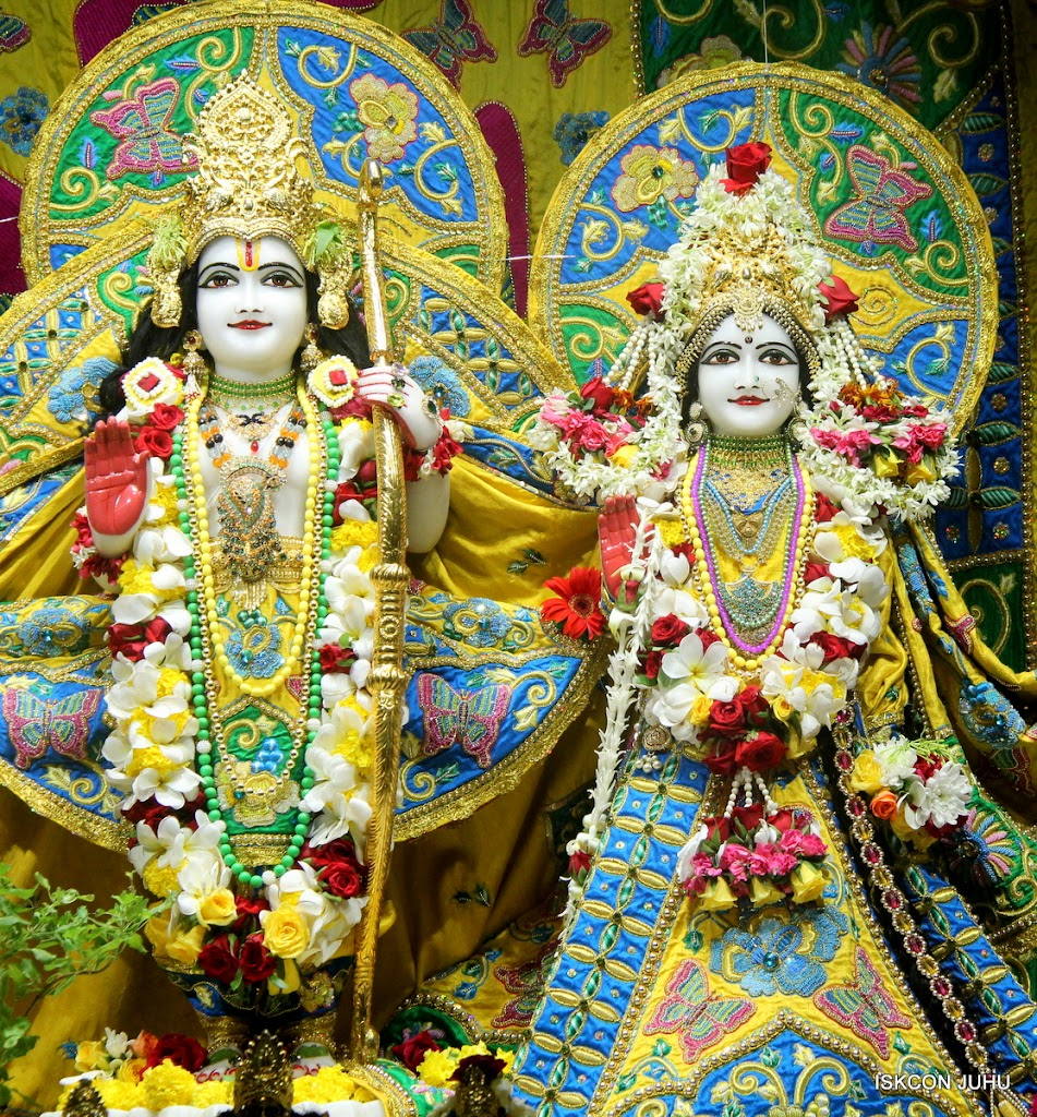 ISKCON Juhu Sringar Deity Darshan on 26th June 2016 (25)
