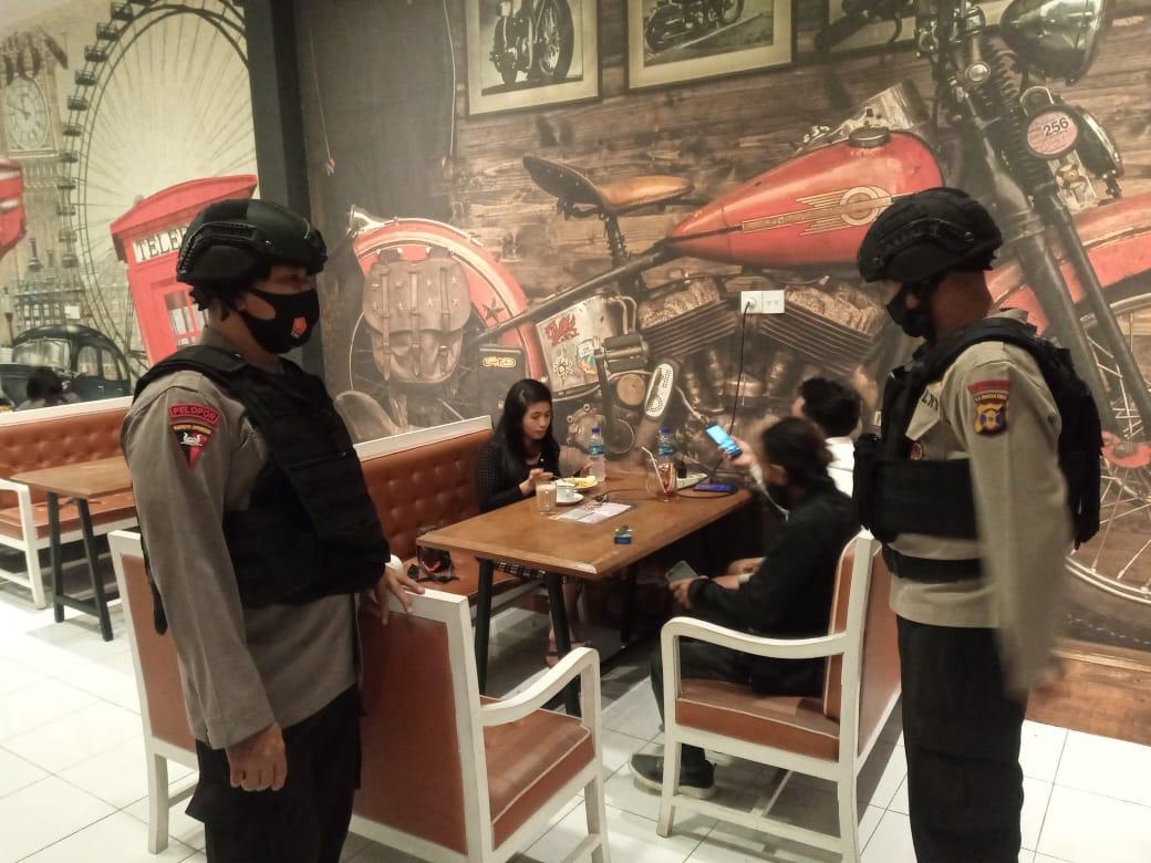 Patroli Malam, Batalyon A Pelopor Brimob Polda Kaltim Terus Imbau Pencegahan Covid-19