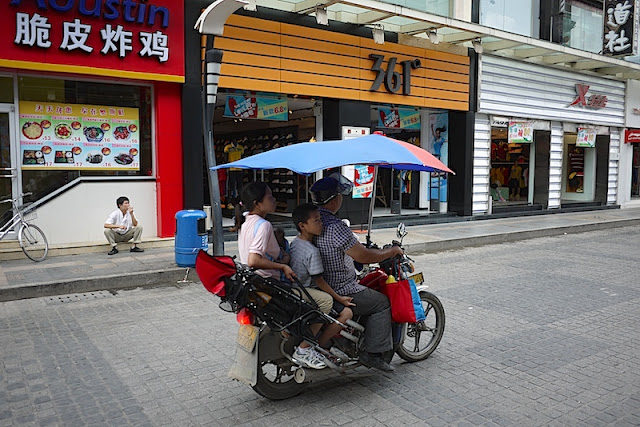 motorbike-taxi with bike-umbrella in Zhuhai, China
