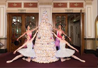 Un albero di Natale fatto di punte