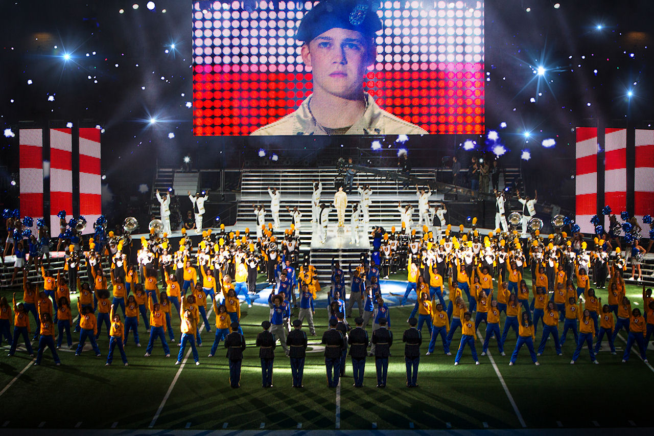 Billy Lynn (Joe Alwyn), dancers, and Alabama State Marching Hornets in TriStar Pictures' BILLY LYNN'S LONG HALFTIME WALK. (Photo by Mary Cybulski / courtesy of Sony Pictures).