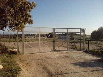 Puerta de campo de tiro de carro de combate
