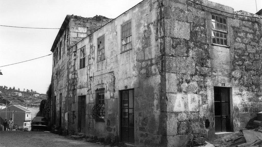 Em frente à antiga escola da Sé