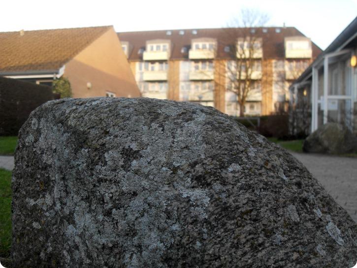 At se hjem. Eller bare en sten.