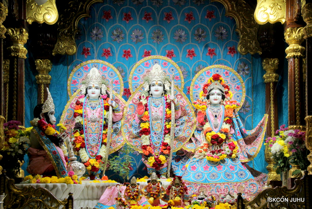 ISKCON Juhu Sringar Deity Darshan on 29th Dec 2016  (20)