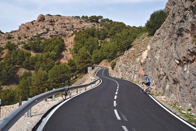 Asfalt perfect si inca o urcare de 500 de metri diferenta spre Ronda, cu trafic complet inexistent.