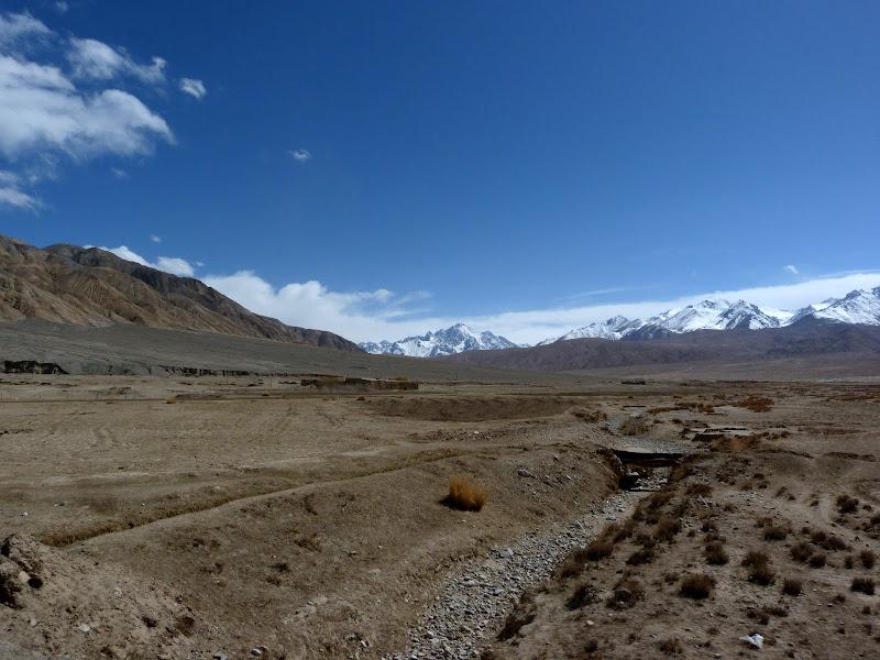 XINJIANG. Karakoram Highway, lune des plus haute route au monde, en passant a 4400 m - P1280552.JPG