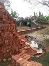 ঈদগাঁওতে ব্রীজ দখল করে দেওয়াল নির্মাণ - রক্তক্ষয়ী সংঘর্ষের আশংকা