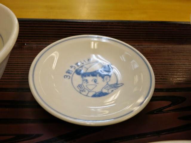 タレを入れる小皿。3割うまいのランちゃんのキャラが。。