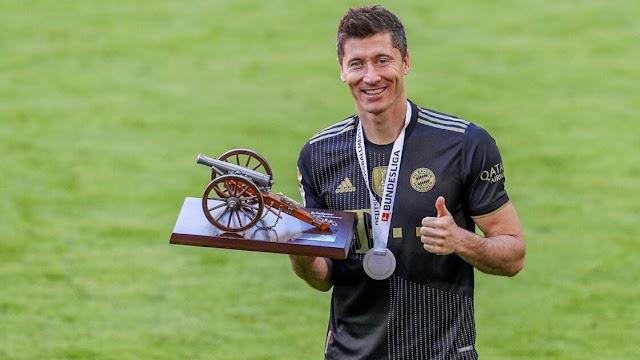 ROBERT LEWANDOWSKI WINS GERMANY'S FOOTBALLER OF THE YEAR AWARD FOR THE SECOND SEASON RUNNING