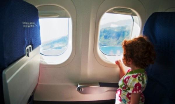 Tại sao cửa sổ máy bay hình bầu dục mà không phải hình vuông?