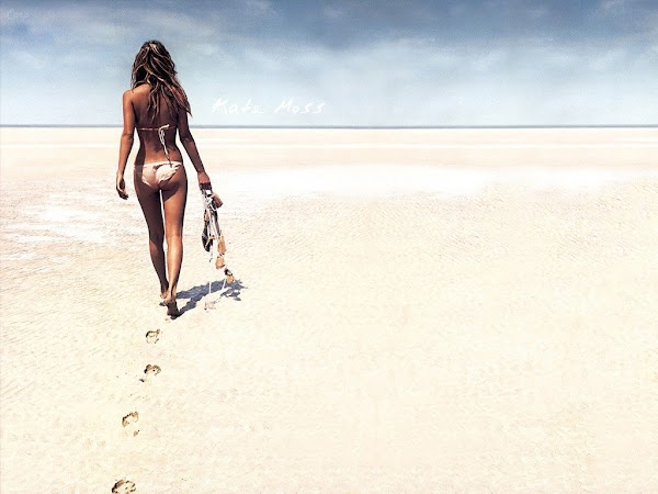 Kate Moss walk on beach:wallpaper,fun girls0
