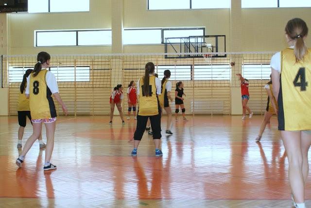 Zawody siatkarskie dziewczat 1 marca 2011 - DSC09384_1.JPG