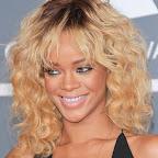rihanna-medium-curly-higlights-chic-blonde.jpg