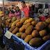 """Nachtmarkt in Trang: das ist Durian - die """"Stinkfrucht"""""""