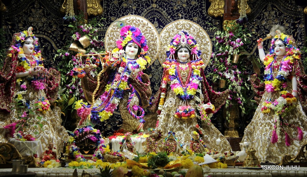 ISKCON Juhu Sringar Deity Darshan on 25th August 2016 (67)