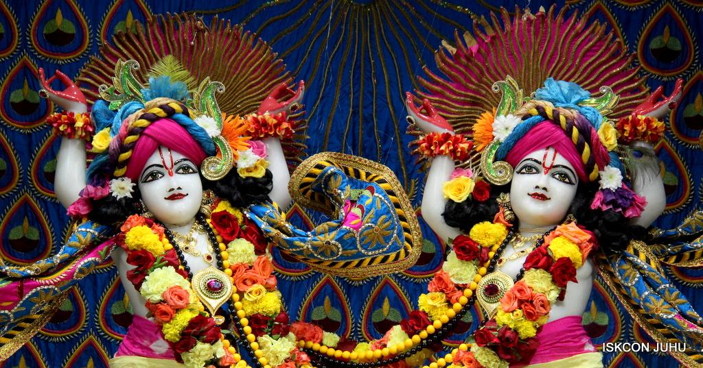 ISKCON Juhu Sringar Deity Darshan on 2nd Oct 2016 (51)