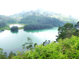 bass-ahmed-at-dieng-plateau-center-of-java-indonesia-2013-05-09-12-044