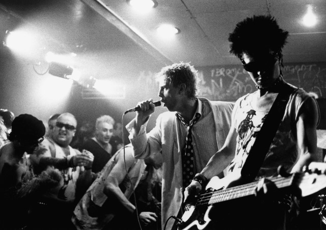 Andrew Schofield as Johnny Rotten and Gary Oldman as Sid Vicious in Sid & Nancy