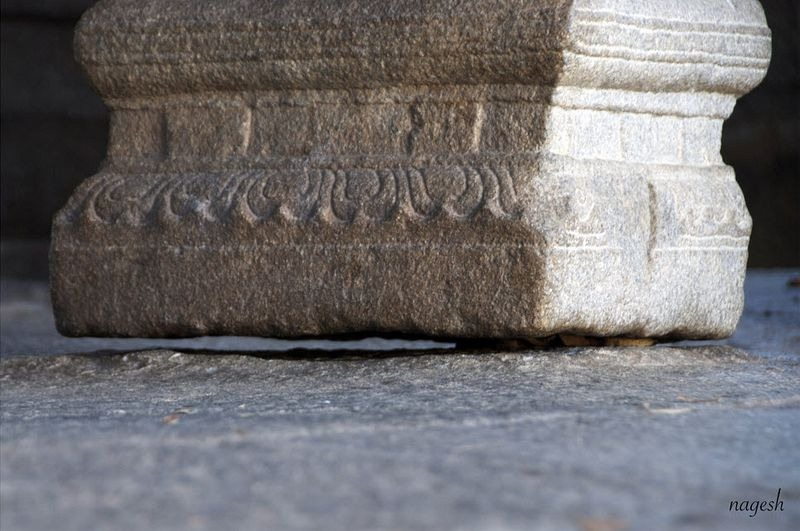 lepakshi-temple-hanging-pillar-6