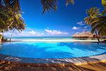Medhufushi pool and bar 2.jpg