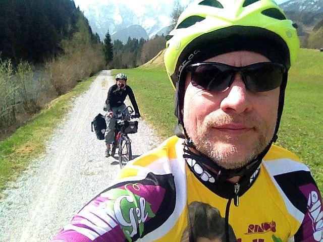 iPhone-Selfie: Miri and Chris on the Bike im Saalach-Tal