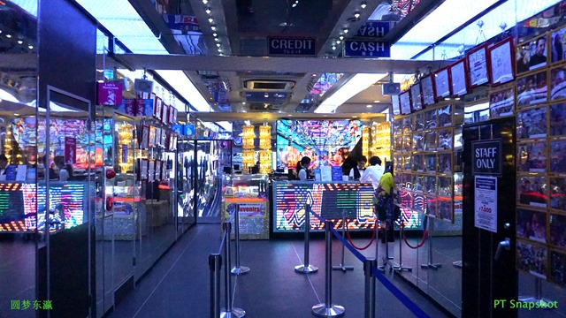 新宿歌舞伎町机械人餐厅