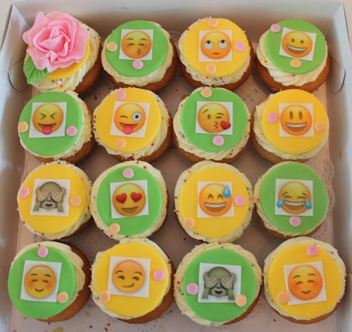 892- Emoji cupcakes.JPG