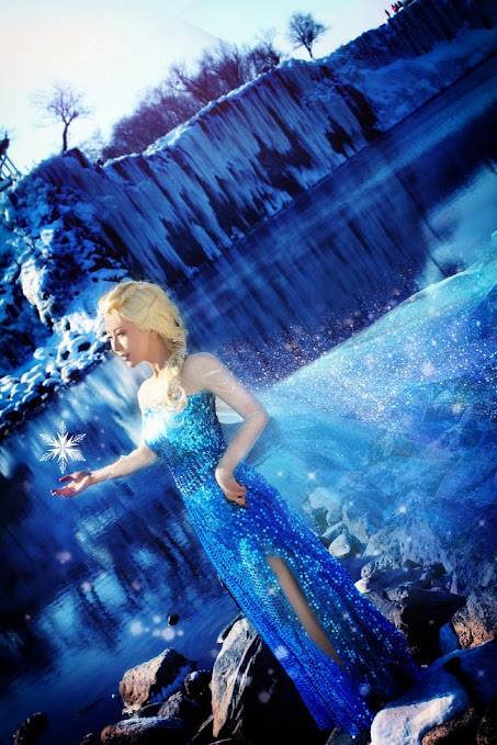 Frozen Elsa the Snow queen cosplay
