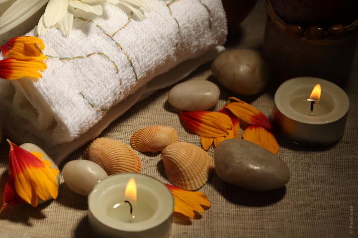 spa caseiro com velas aromáticas