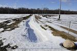 """Lūk, mans dižais drenāžas grāvis ar """"nedaudz"""" sapūstu sniegu."""