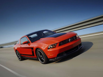 Ford-Mustang_Boss_302_2012_1600x1200_Front_Angle_03