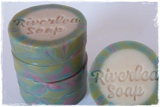 Rimmed soap-004