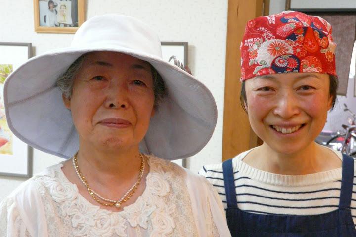 写真:岸本宮代子さんとママさん