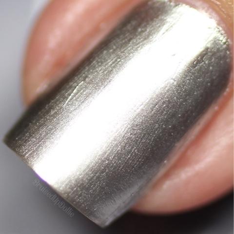 Madam Glam Metallic Silver Macro
