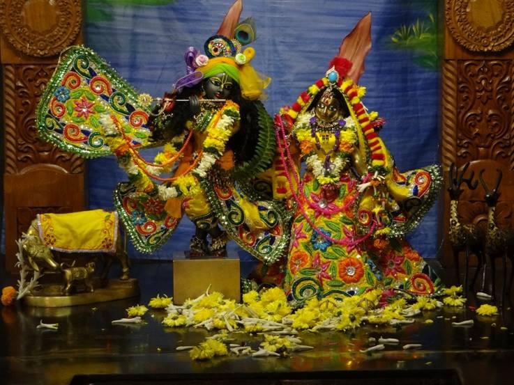 ISKCON Nigdi Deity Darshan 18 Dec 2015 (10)