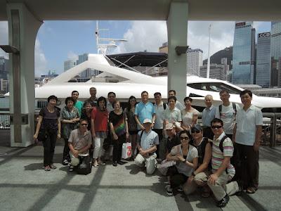 2014年7月19日,李思廉招待基社同學坐豪華遊艇出海暢遊。