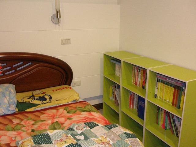 14 主臥室回歸到休息功能 有閱讀燈 還有很多休閒讀物